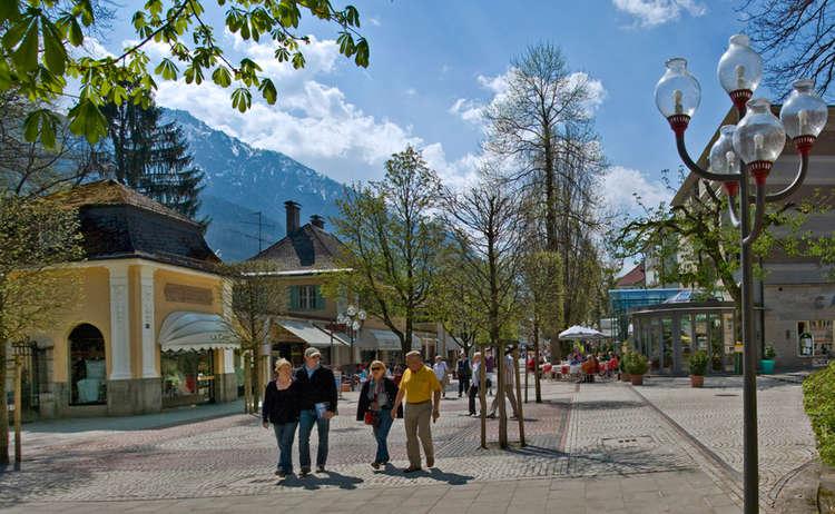 Einkaufen Fussgaengerzone Alpenstadt Bad Reichenhall