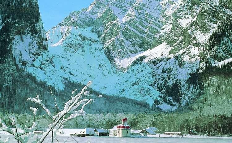 Königssee mit St. Bartholomä im Winter