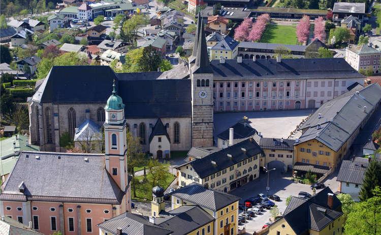 Schlossplatz Berchtesgaden 1
