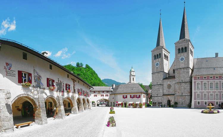 Stiftskirche Berchtesgaden Und Koenigliches Schloss