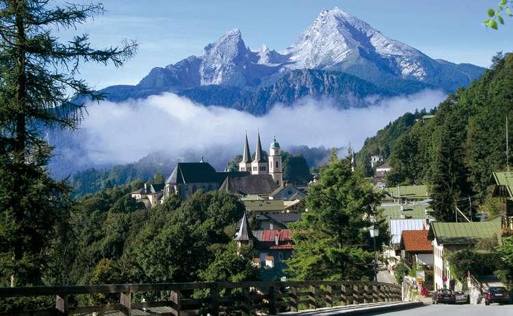 Blick vom Lockstein auf Berchtesgaden mit Watzmann vorschau